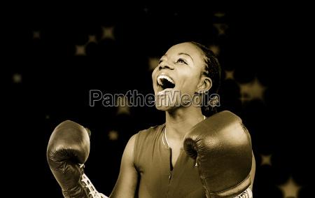 mulher competicao esportes de combate caixa